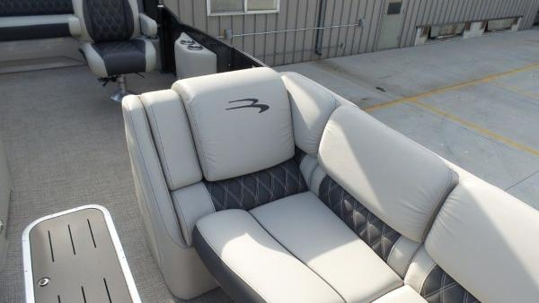 2020 Bennington boat for sale, model of the boat is 25 RSBA & Image # 18 of 31