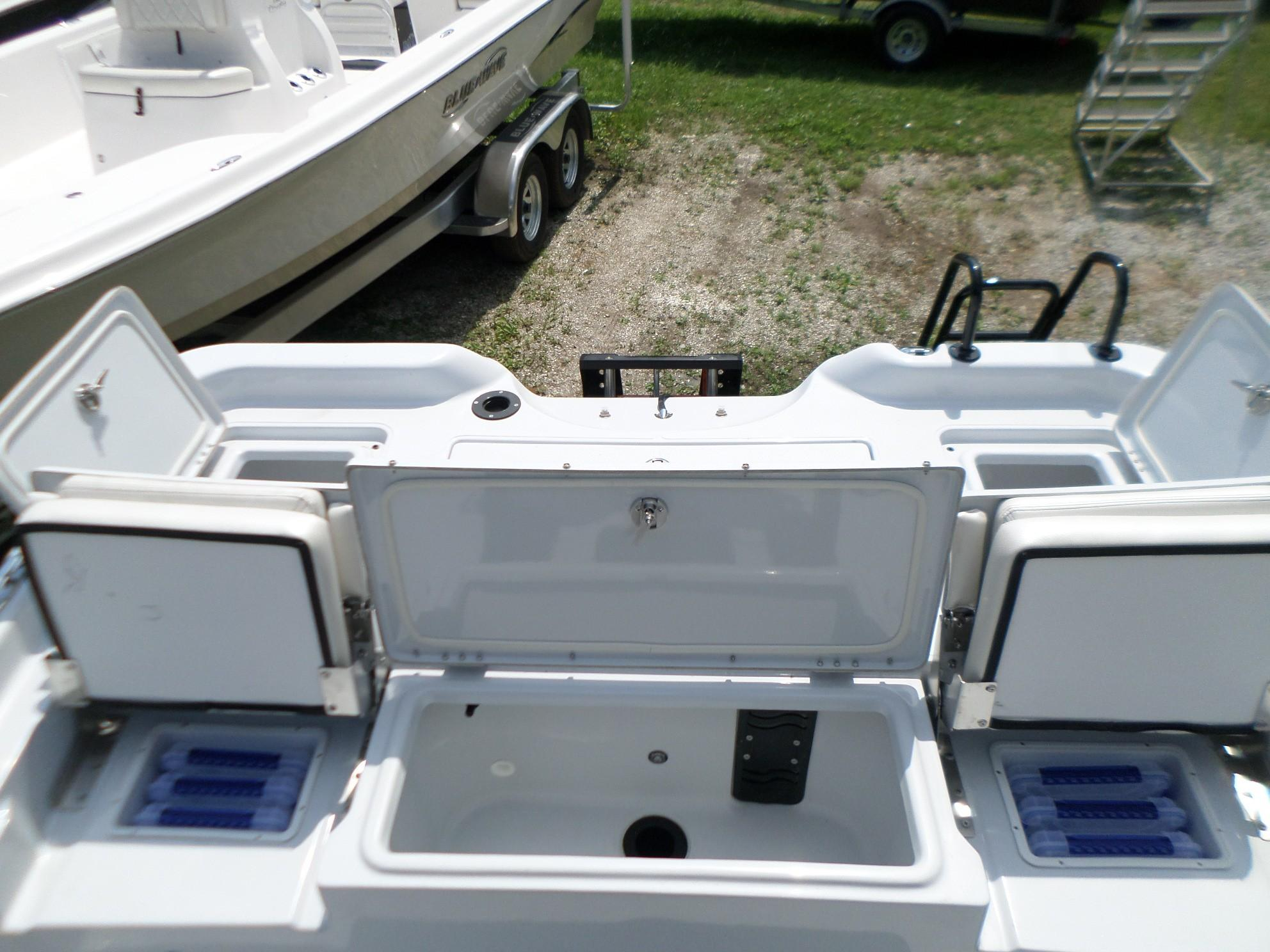 New  2018 24.42' Blue Wave 2400 PureBay Bay Boat in Slidell, Louisiana