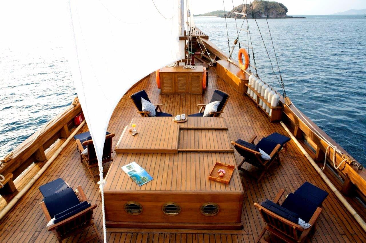 30 m Luxury Phinisi Spacious Foredeck