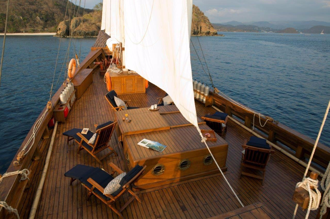 30 m Luxury Phinisi Foredeck