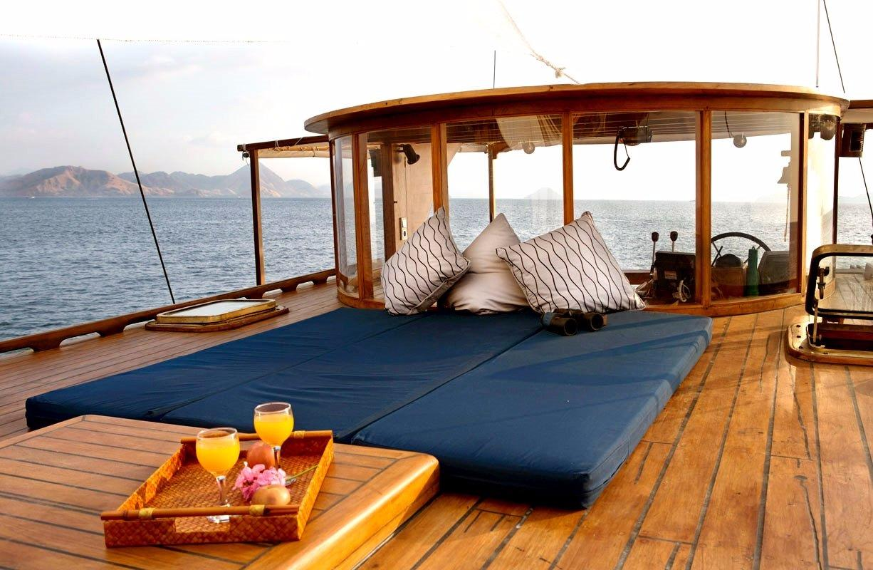 30 m Luxury Phinisi Sun Deck and Wheel House