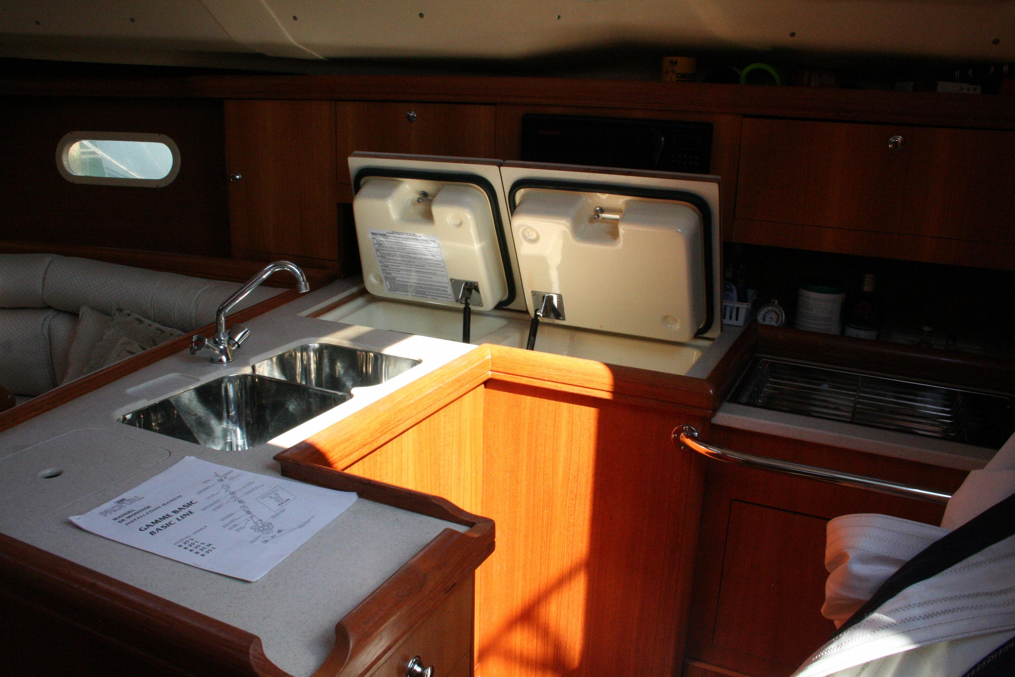 2004 Hunter 356 | Sailboats for Sale