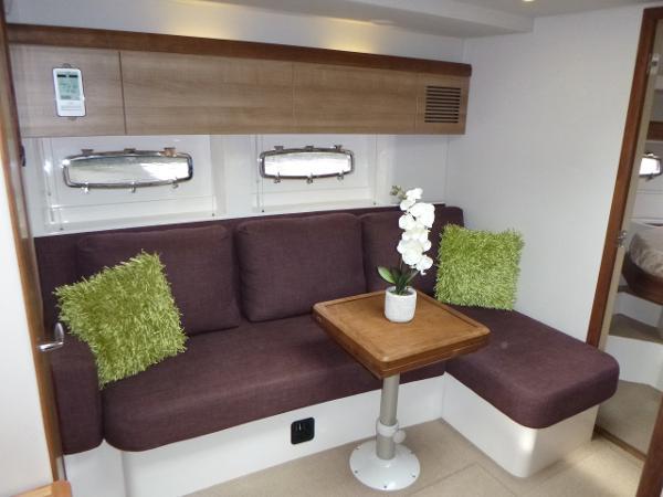 Sealine SC35 - Saloon seating