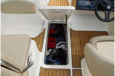 2019 Bayliner boat for sale, model of the boat is VR5 Bowrider & Image # 27 of 34