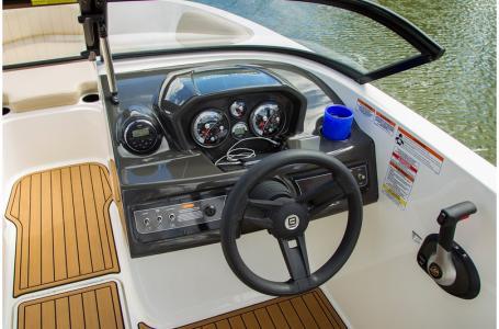 2019 Bayliner boat for sale, model of the boat is VR5 Bowrider & Image # 3 of 34
