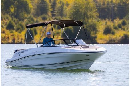 2019 Bayliner boat for sale, model of the boat is VR5 Bowrider & Image # 6 of 34