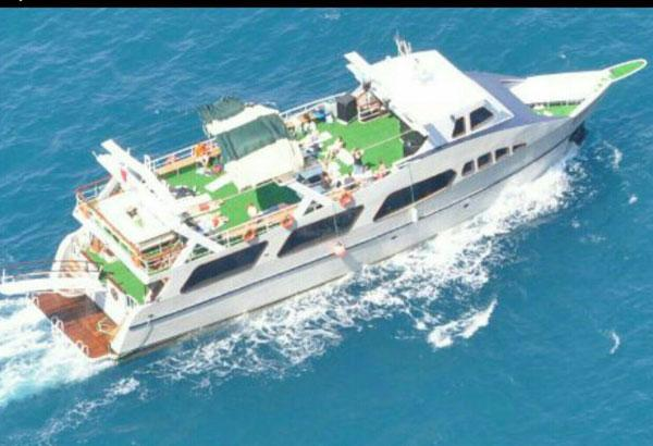 Party Boat With Large Sundeck