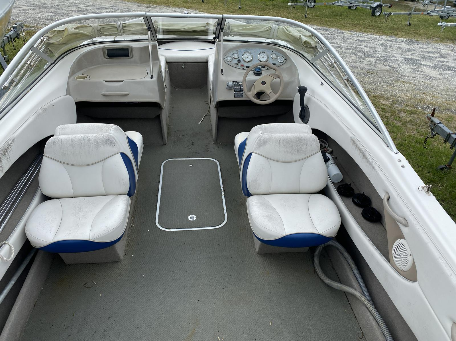 2004 Bayliner boat for sale, model of the boat is 215BR Classic21 & Image # 3 of 9