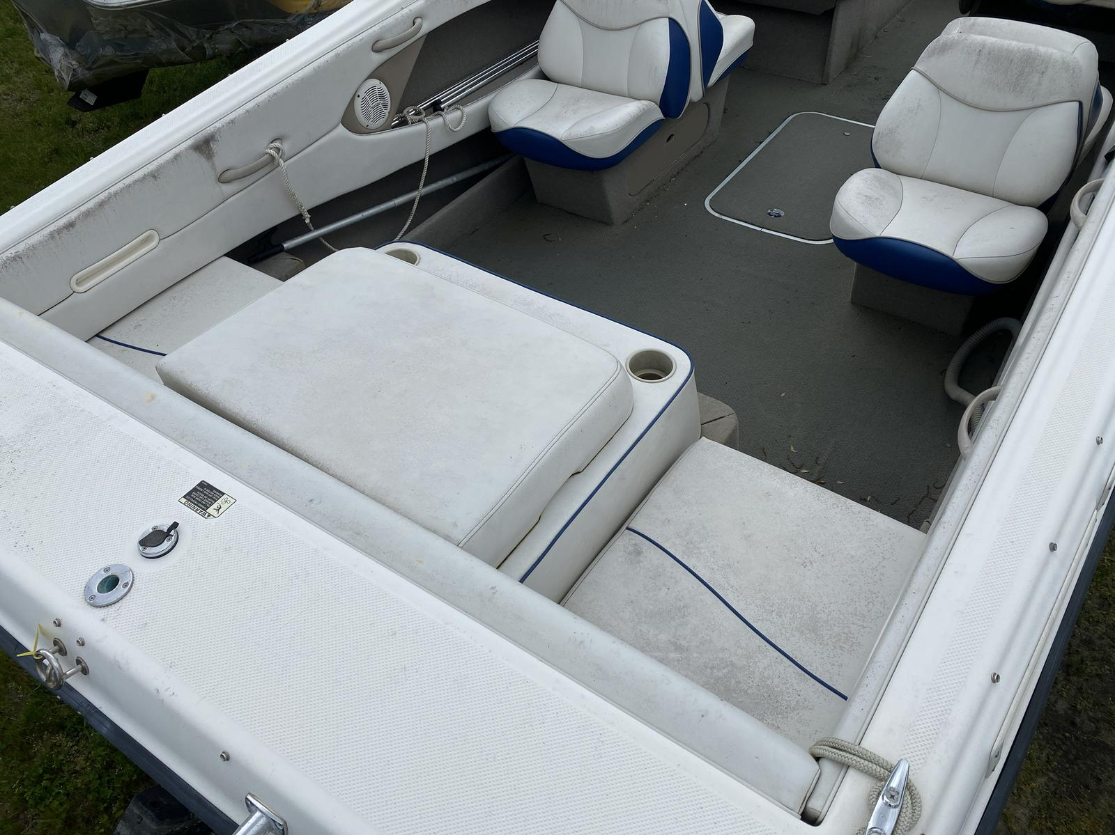 2004 Bayliner boat for sale, model of the boat is 215BR Classic21 & Image # 5 of 9