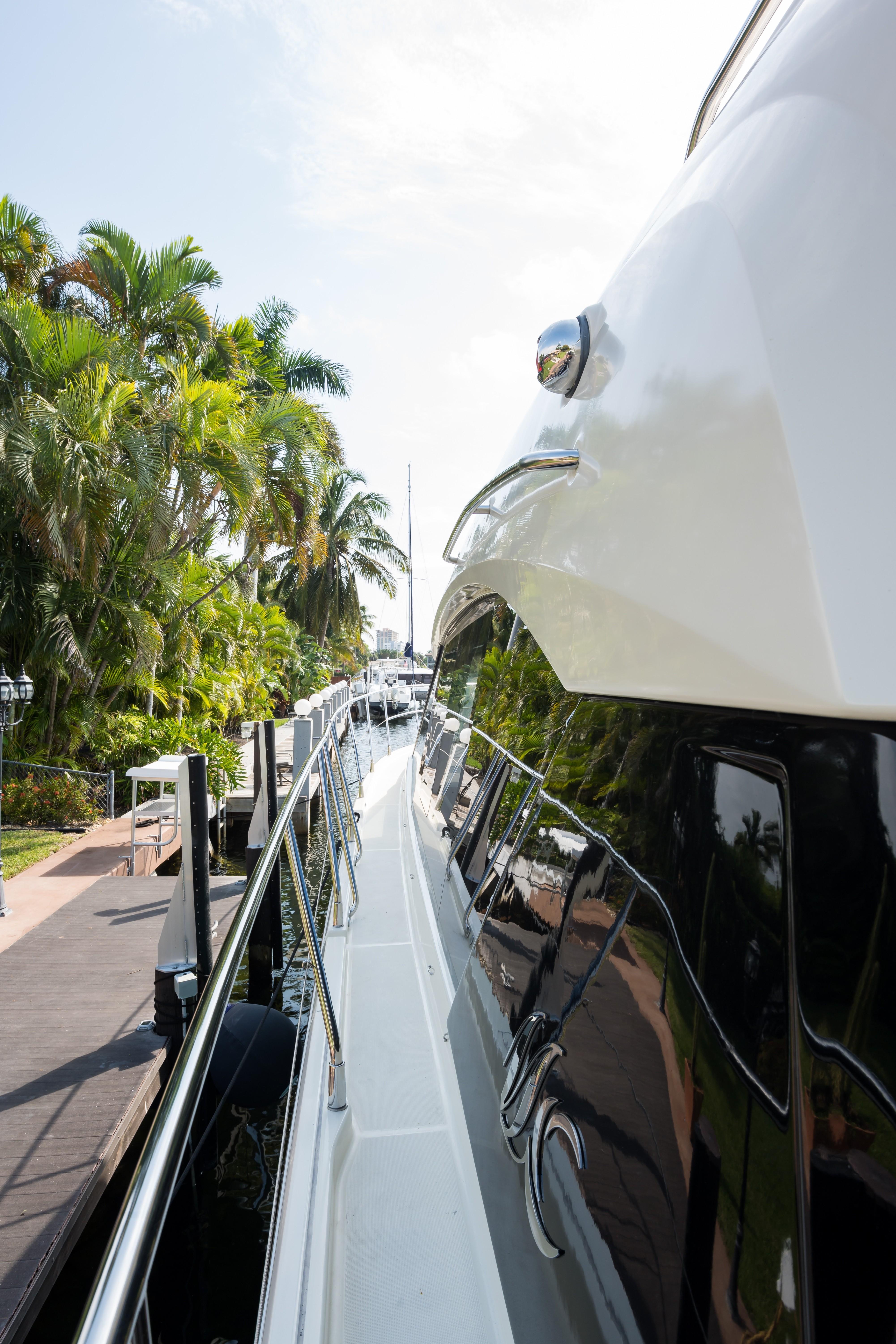 2015 Beneteau Monte Carlo 5S Starboard Passageway