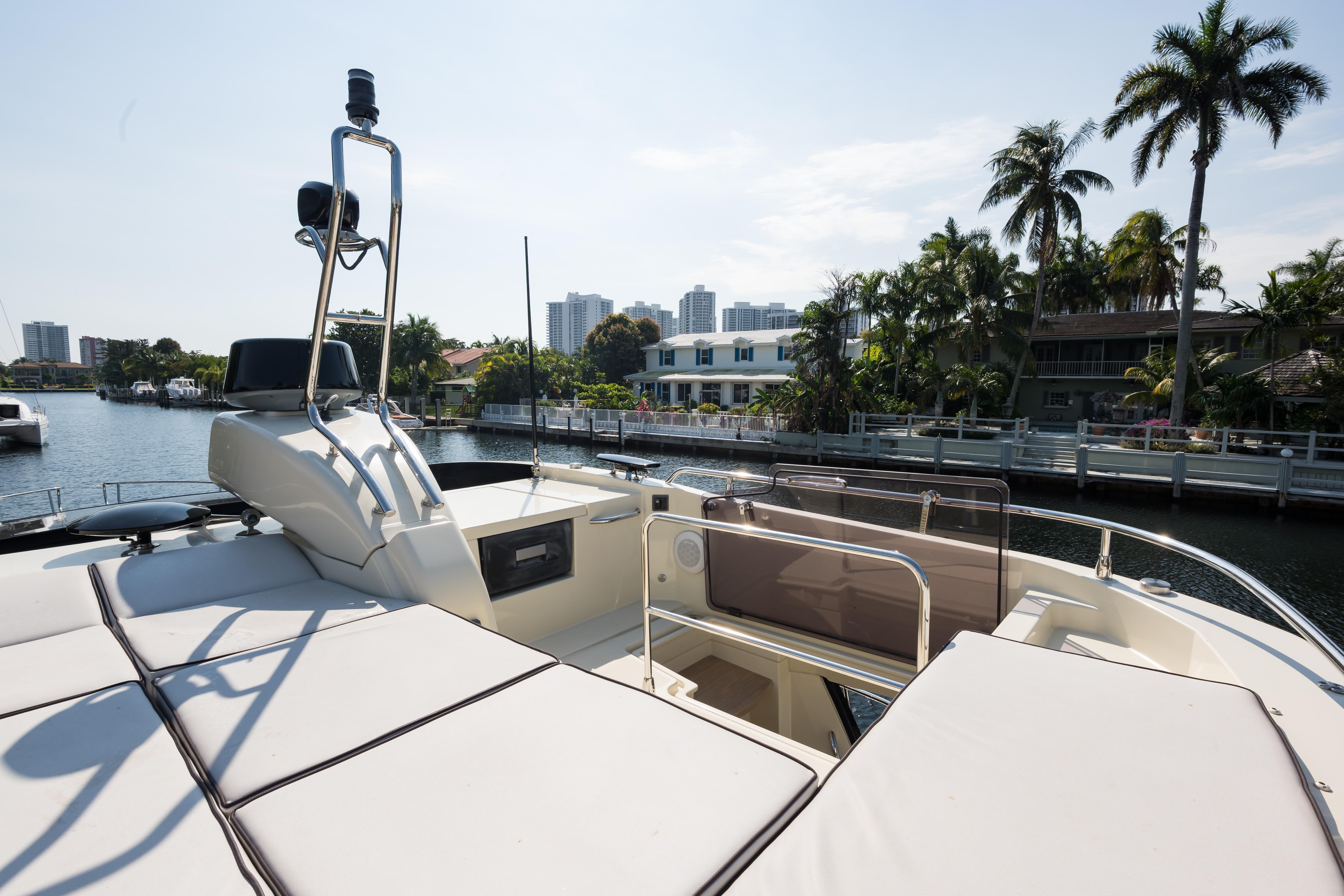 2015 Beneteau Monte Carlo 5S Hardtop Lounge