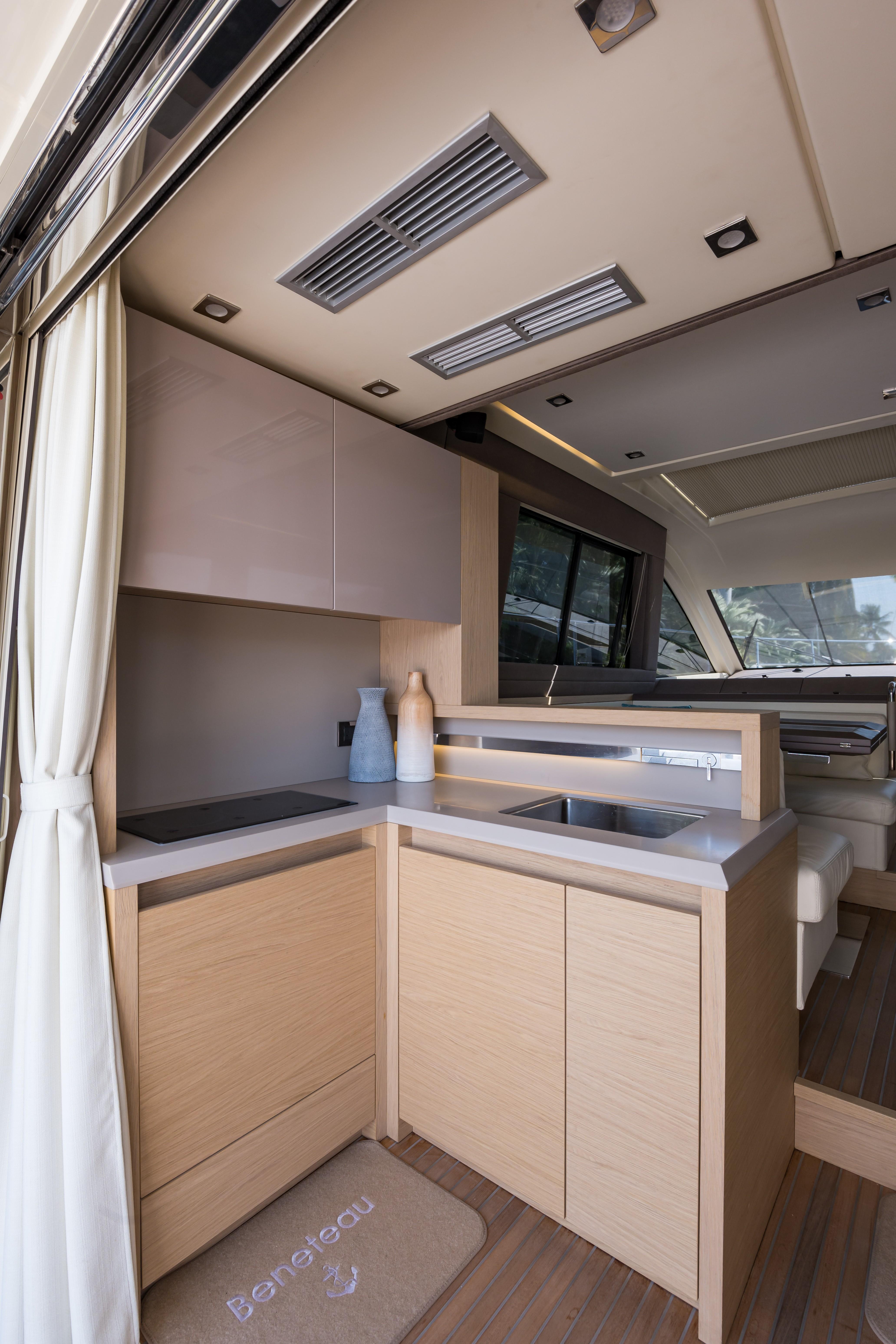 2015 Beneteau Monte Carlo 5S Entrance Galley