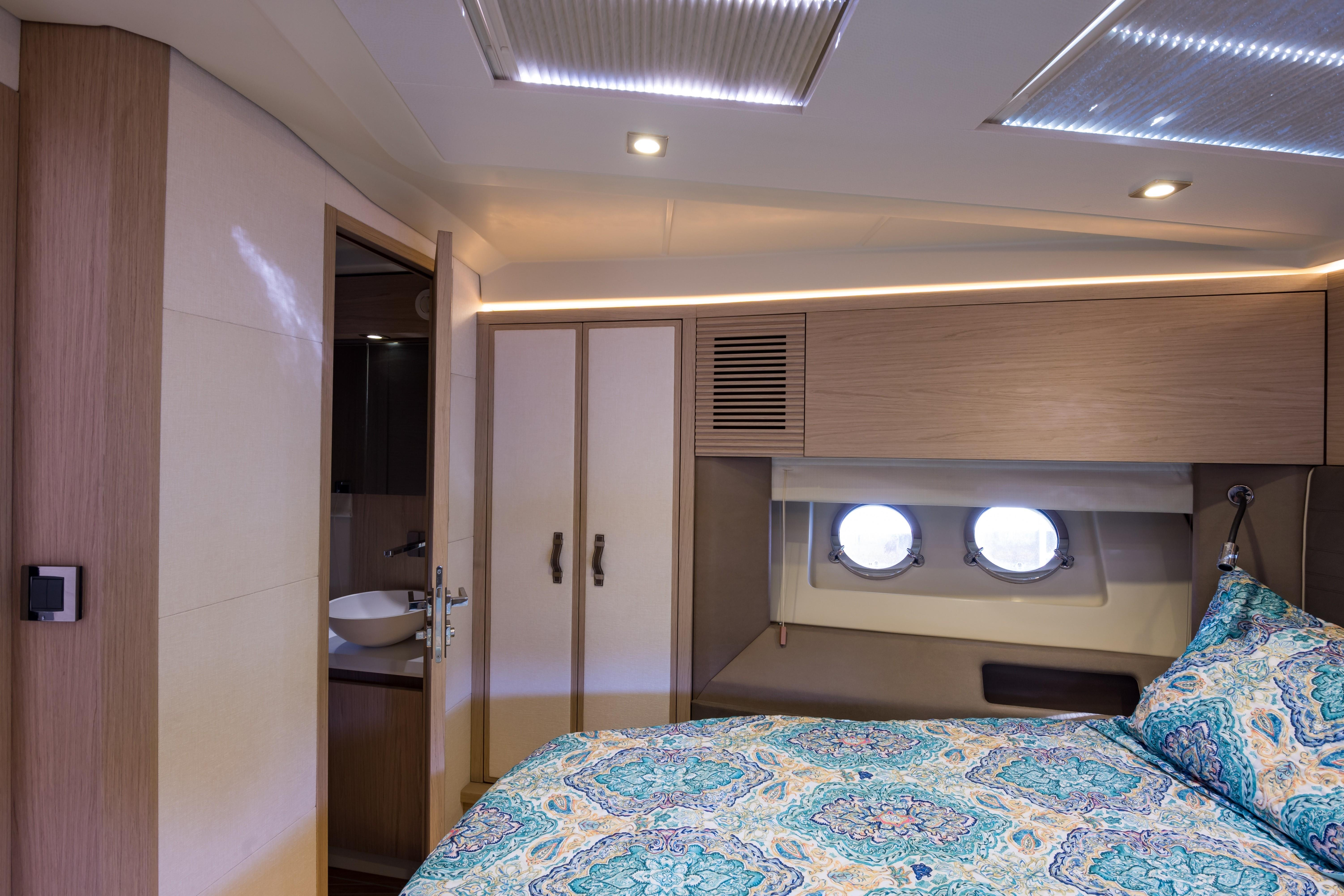 2015 Beneteau Monte Carlo 5S VIP Stateroom