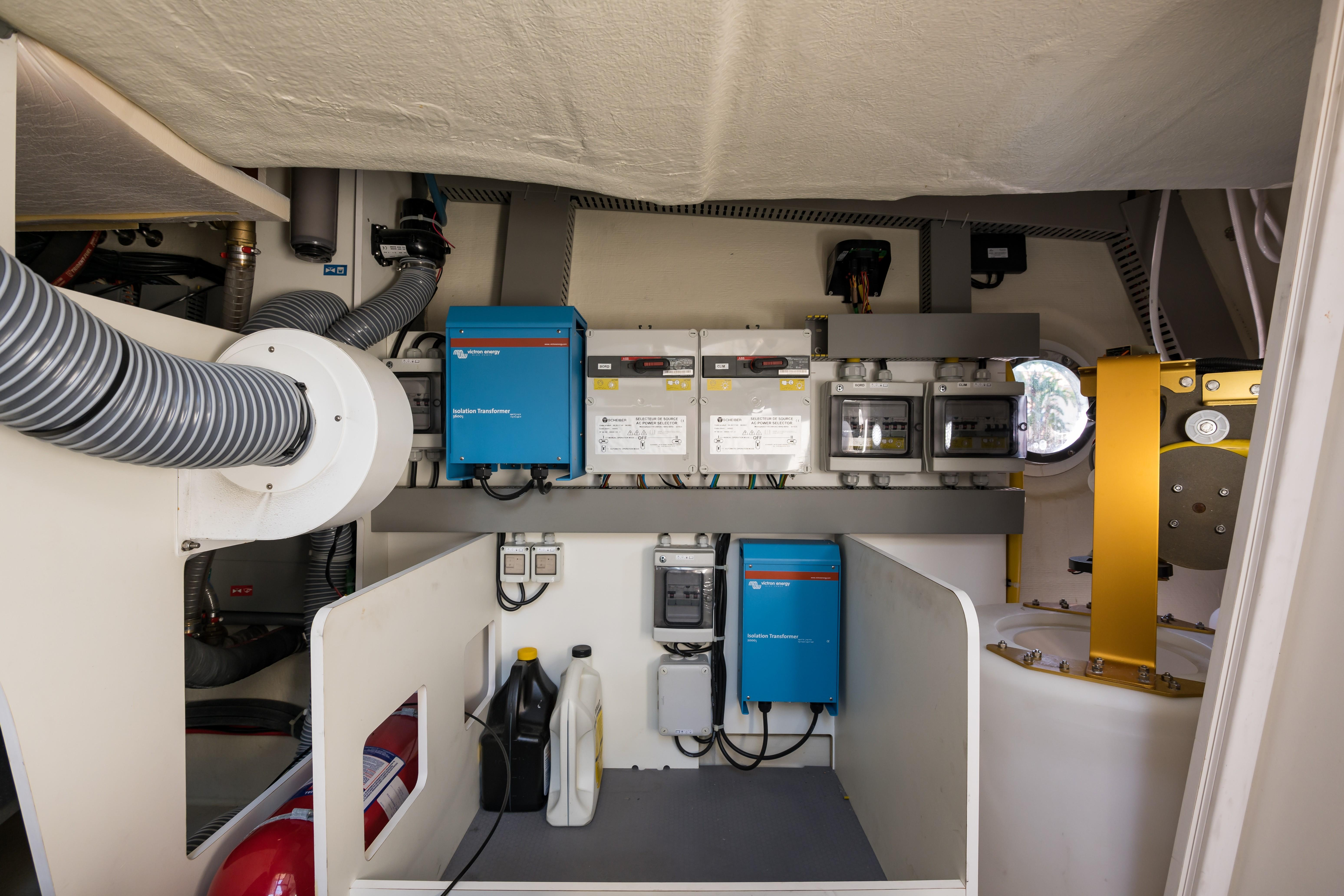 2015 Beneteau Monte Carlo 5S Engine Room