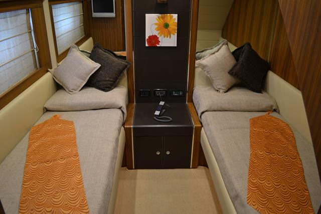Riva Opera Super 85 Twin Cabin