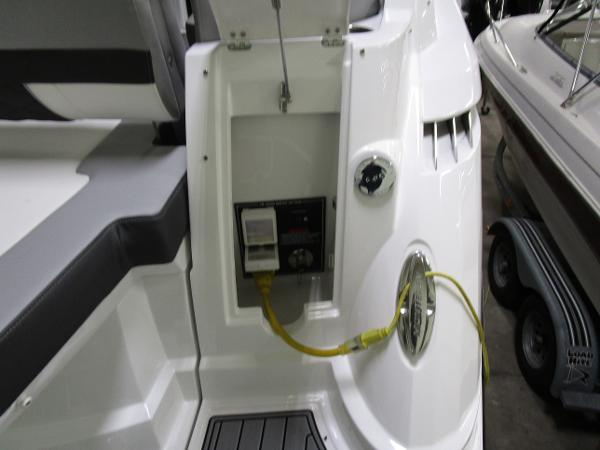 2020 Monterey boat for sale, model of the boat is 295 Sport Yacht & Image # 13 of 34