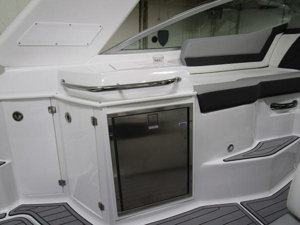 2020 Monterey boat for sale, model of the boat is 295 Sport Yacht & Image # 18 of 34