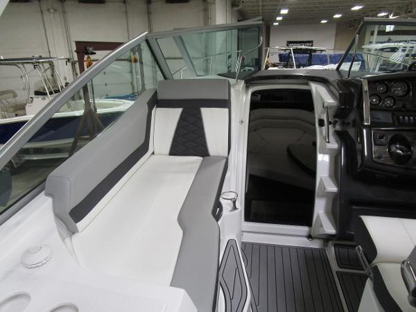 2020 Monterey boat for sale, model of the boat is 295 Sport Yacht & Image # 21 of 34