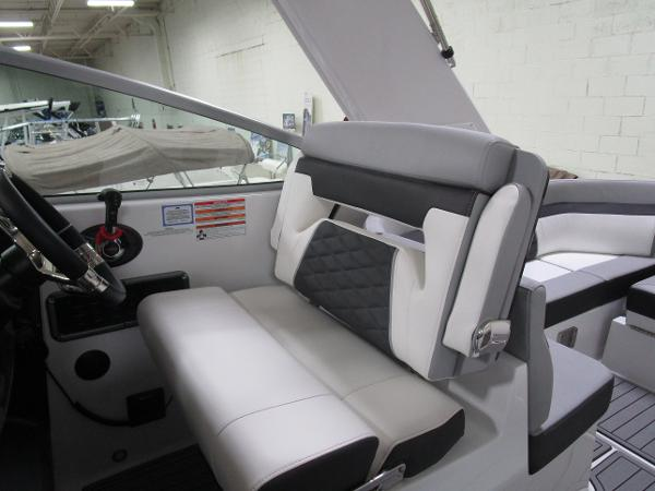 2020 Monterey boat for sale, model of the boat is 295 Sport Yacht & Image # 3 of 34