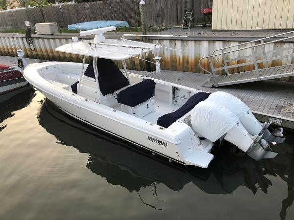 2009 32' Intrepid 32 CENTER CONSOLE