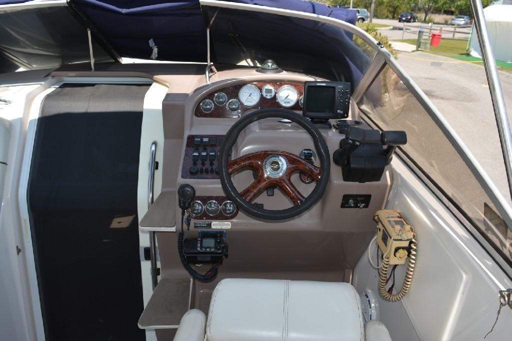 Regal 2765 Commodore - Helm