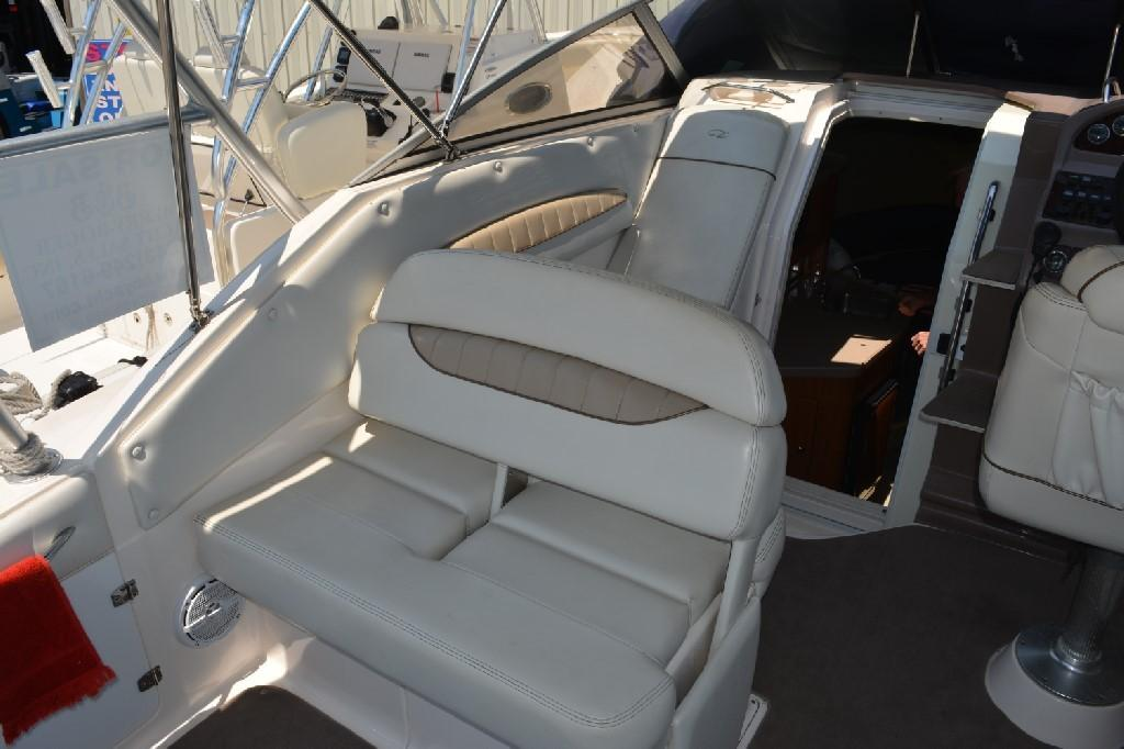 Regal 2765 Commodore - Portside Seating