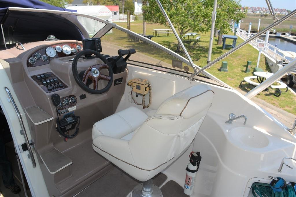 Regal 2765 Commodore - Captain's Seating