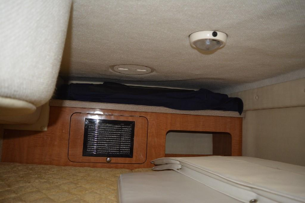 Regal 2765 Commodore - Mid Cabin