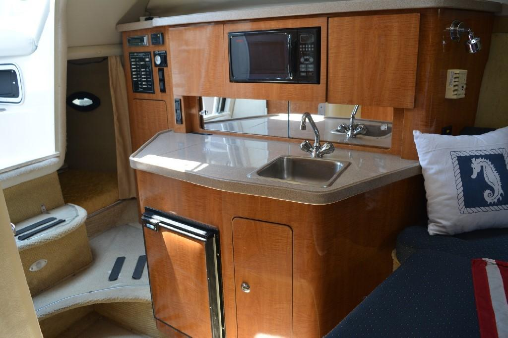Regal 2765 Commodore - Galley