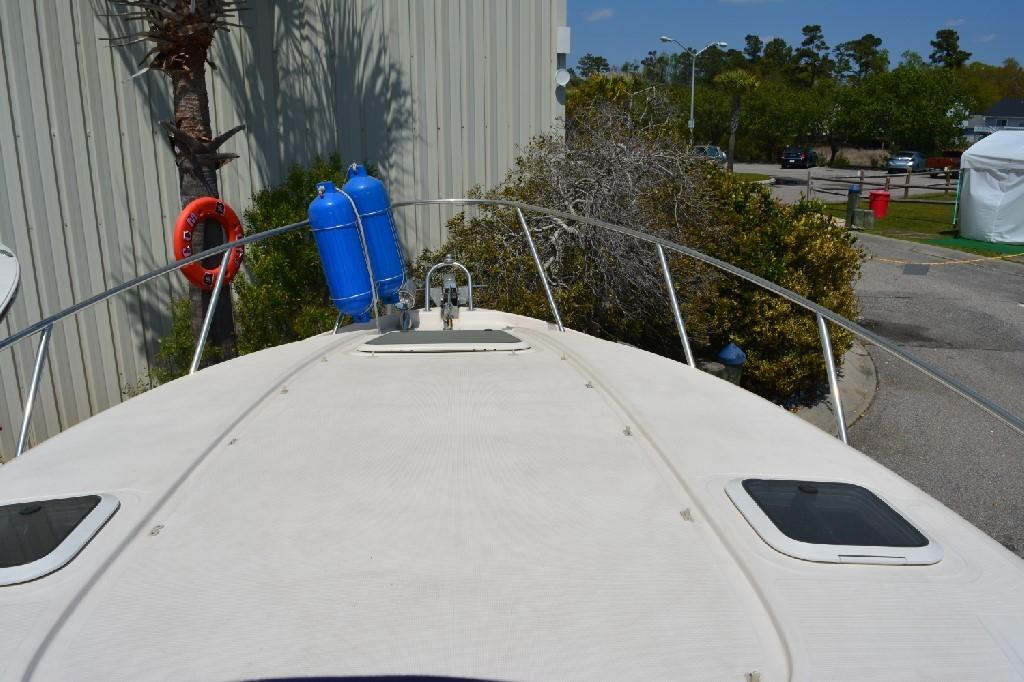Regal 2765 Commodore - Foredeck