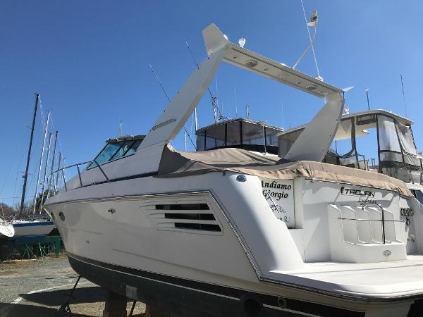 Trojan 400 Express Yacht BoatsalesListing Brokerage