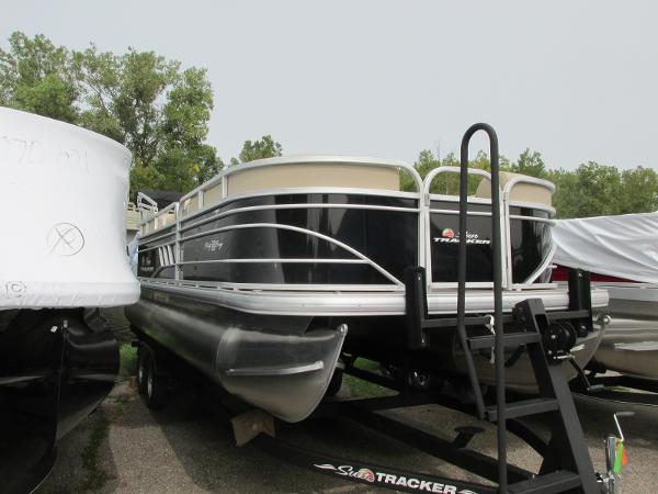 2021 Sun Tracker boat for sale, model of the boat is Party Barge 22 RF DLX & Image # 3 of 28