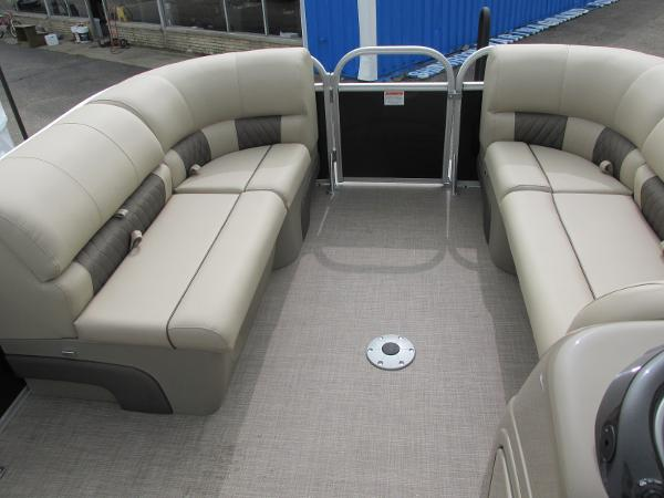 2021 Sun Tracker boat for sale, model of the boat is Party Barge 22 RF DLX & Image # 7 of 28