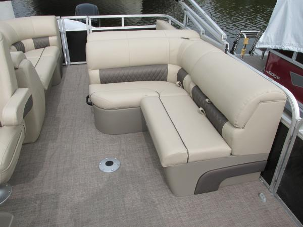 2021 Sun Tracker boat for sale, model of the boat is Party Barge 22 RF DLX & Image # 10 of 28