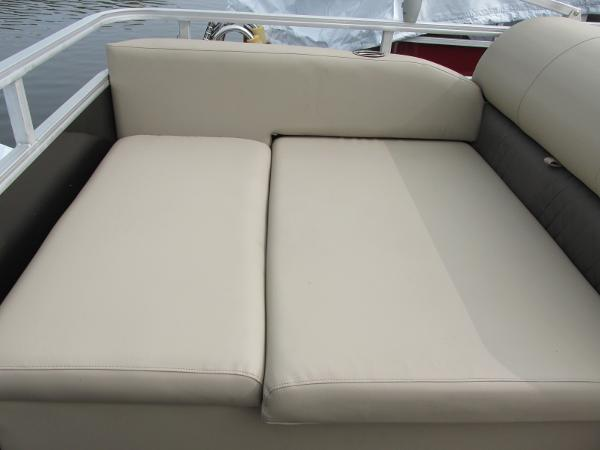 2021 Sun Tracker boat for sale, model of the boat is Party Barge 22 RF DLX & Image # 13 of 28