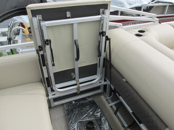 2021 Sun Tracker boat for sale, model of the boat is Party Barge 22 RF DLX & Image # 14 of 28
