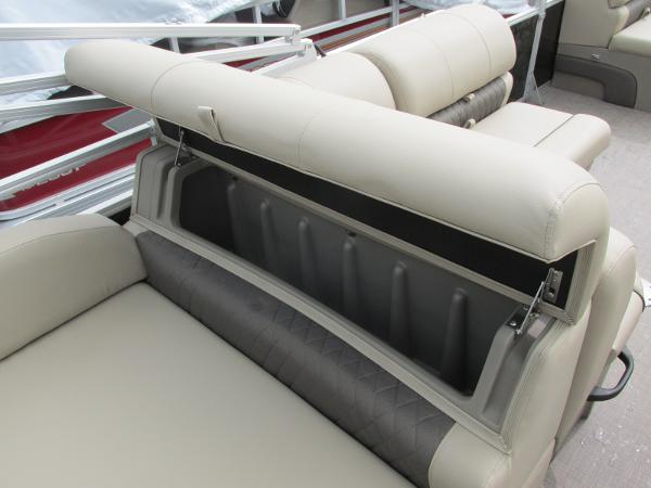 2021 Sun Tracker boat for sale, model of the boat is Party Barge 22 RF DLX & Image # 15 of 28