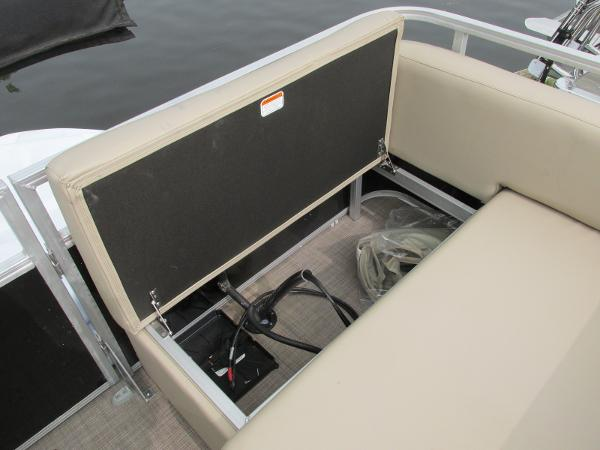 2021 Sun Tracker boat for sale, model of the boat is Party Barge 22 RF DLX & Image # 16 of 28