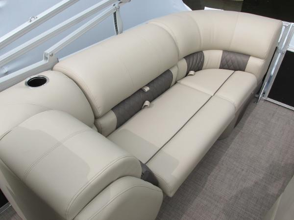 2021 Sun Tracker boat for sale, model of the boat is Party Barge 22 RF DLX & Image # 17 of 28