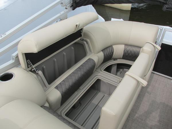 2021 Sun Tracker boat for sale, model of the boat is Party Barge 22 RF DLX & Image # 18 of 28
