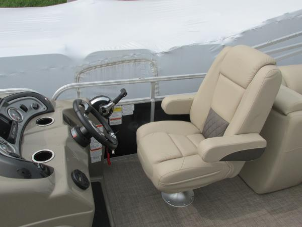 2021 Sun Tracker boat for sale, model of the boat is Party Barge 22 RF DLX & Image # 20 of 28