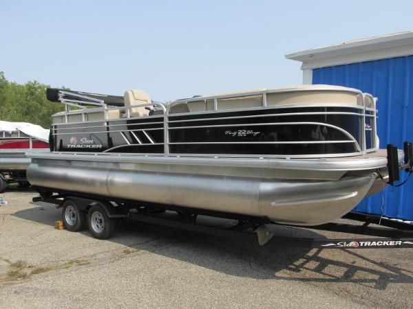 2021 Sun Tracker boat for sale, model of the boat is Party Barge 22 RF DLX & Image # 1 of 28