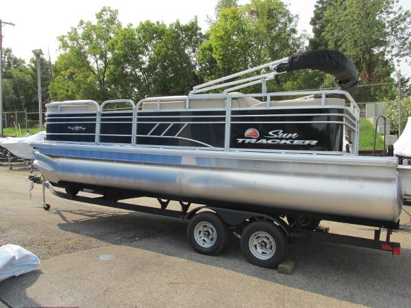 2021 Sun Tracker boat for sale, model of the boat is Party Barge 22 RF DLX & Image # 2 of 28