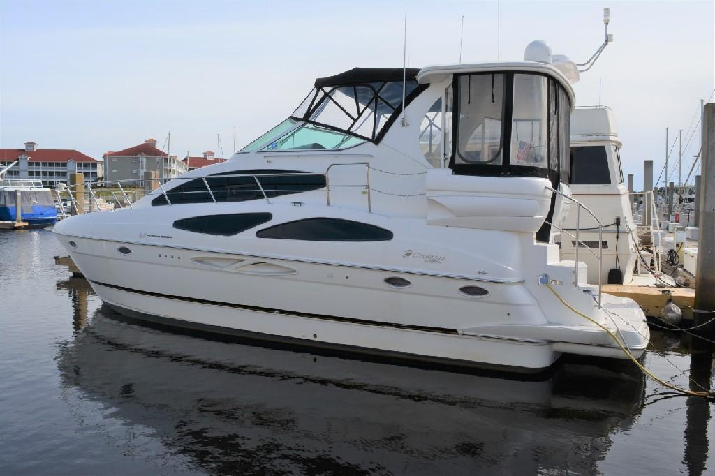 Cruisers Yachts 4050 Express - Port