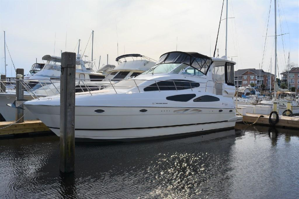 Cruisers Yachts 4050 Express - Port Bow