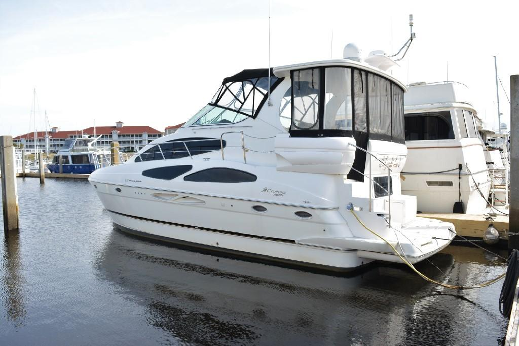 Cruisers Yachts 4050 Express - Port Stern