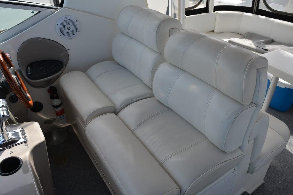 Cruisers Yachts 4050 Express - Helm Seating 2