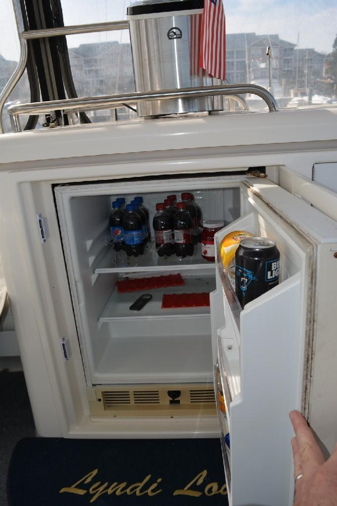 Cruisers Yachts 4050 Express - Aft Deck Fridge