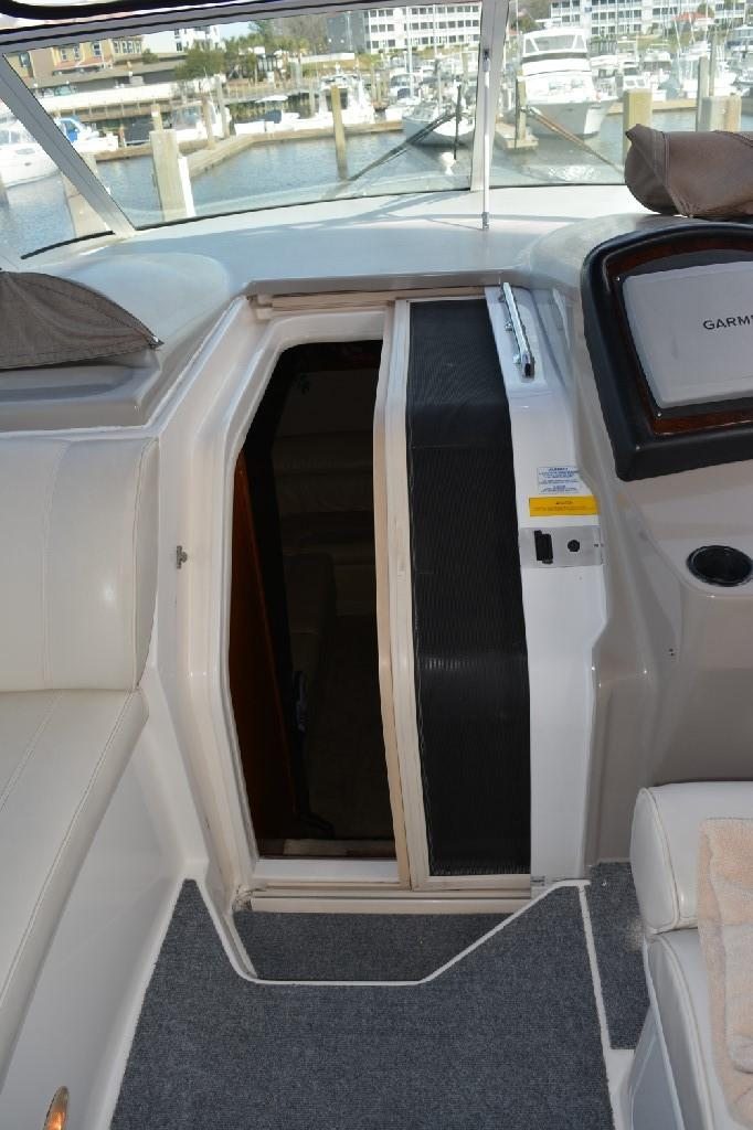 Cruisers Yachts 4050 Express - Screen Door