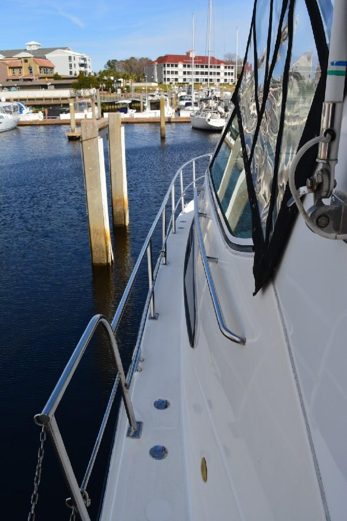 Cruisers Yachts 4050 Express - Walk Arounds